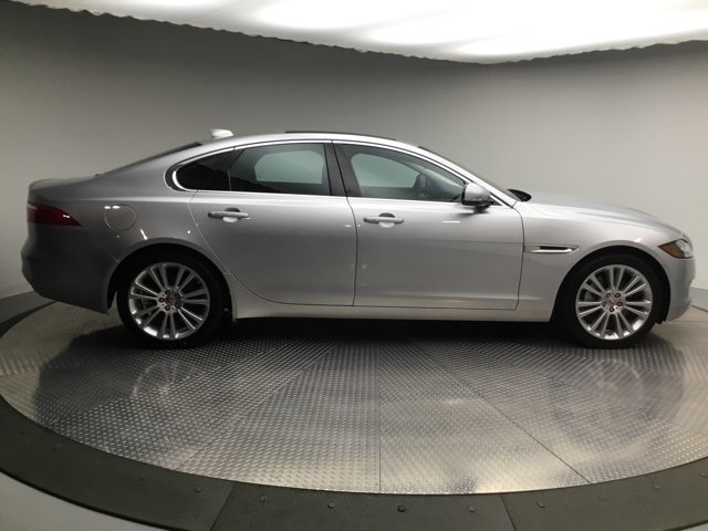 Certified Pre-Owned 2018 Jaguar XF 20d Prestige AWD AWD